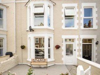 LISBOA, mid-terrace Victorian townhouse, en-suites, pet-friendly, enclosed courtyard, in Llandudno, Ref 939015 - Llandudno vacation rentals