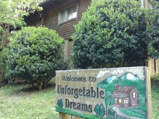 UNFORGETTABLE DREAMS -GORGEOUS CABIN - Sevierville vacation rentals