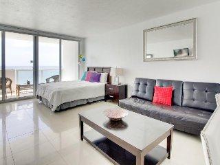 Oceanfront studio w/ spectacular view, pool, gym, tennis! - Miami Beach vacation rentals