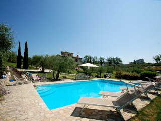 Detached 5 bedroom villa with private pool near Todi. Air conditioning and Wi-fi - Pantalla vacation rentals
