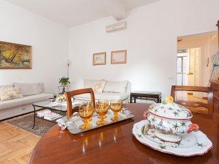 LA DOLCE VITA APT CLOSE TO TREVI & SPANISH STEPS - Rome vacation rentals