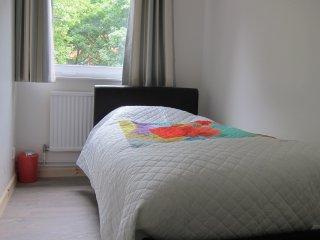 Cozy Single Bedroom £29 Zone 2, near Tower Bridge - London vacation rentals