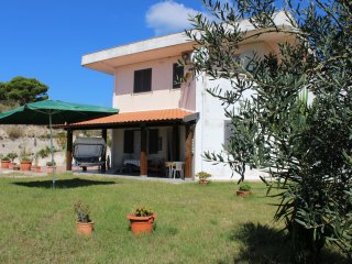 Spacious 4 bedroom Itri House with Internet Access - Itri vacation rentals