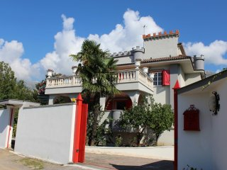 Bright 5 bedroom Vacation Rental in Castellonorato - Castellonorato vacation rentals