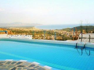 Spacious 4 bedroom Castellonorato Villa with Internet Access - Castellonorato vacation rentals