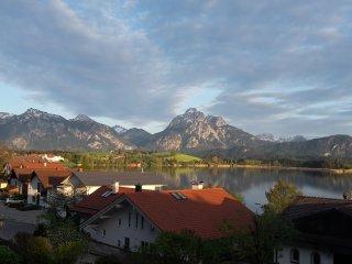 Ferienwohnung mit Blick auf beide Schlösser - Hopfen am See vacation rentals