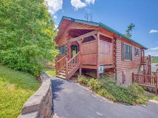 Summer Special from $99! 1BR Gatlinburg Cabin Near Downtown. Sleeps 4. - Gatlinburg vacation rentals