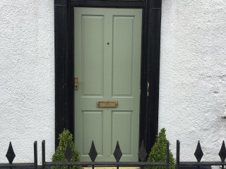 Period townhouse in centre with parking.. - Abergavenny vacation rentals