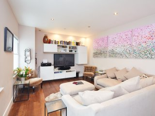 2 Bed, Borough High Street, Zone 1 - London vacation rentals
