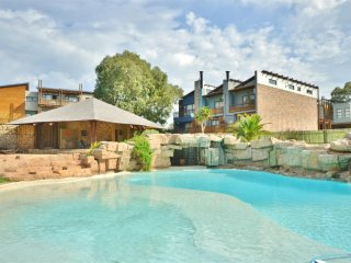 Cozy Summerstrand vacation Condo with Shared Outdoor Pool - Summerstrand vacation rentals