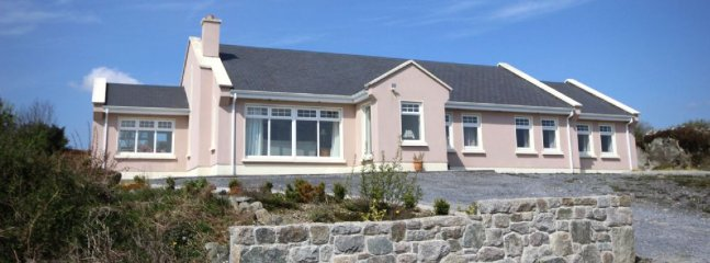Bright 3 bedroom Spiddal House with Parking - Spiddal vacation rentals