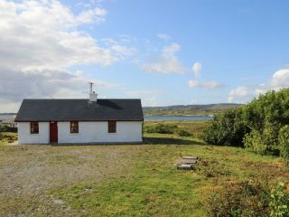 Derrygimla, Ballyconneely - Traditional modern style Irish holiday cottage - Ballyconneely vacation rentals