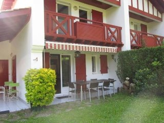 Cozy 2 bedroom Hendaye Apartment with Short Breaks Allowed - Hendaye vacation rentals