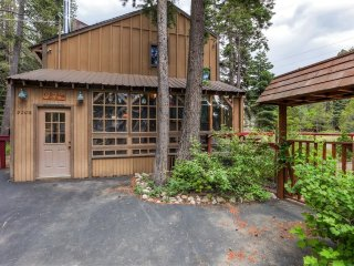 Wonderfully Cozy 3BR Tahoma House w/Wifi & Private Deck - Walk to Chambers Landing Beach! Easy Access to Meeks Bay, Ski Slopes, Restaurants & More! - Tahoma vacation rentals