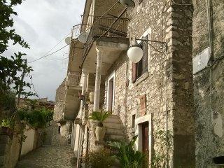 Casa romantica in borgo medioevale - Castelforte vacation rentals