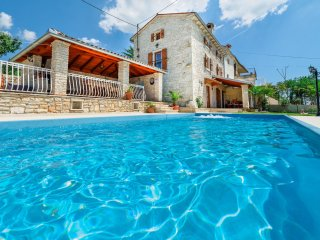 Nice 3 bedroom House in Smoljanci - Smoljanci vacation rentals