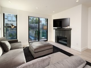 Spectacular 2 Bed with Private Rooftop Deck! - San Francisco vacation rentals