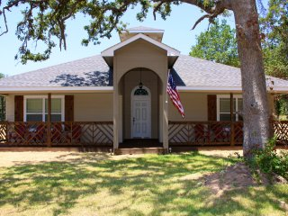 Sailor House, 3 Bed/2Ba Sleeps 12, Blocks f/beach! - Oklahoma City vacation rentals