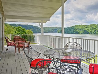 New Listing! 'Lake Vista Lakefront Retreat' Tranquil 4BR Claytor Lake House w/Wifi, 2 Fireplaces & Private Dock w/Boat Slip - Fantastic Claytor Lake Location! Minutes from Entertainment, Dining & Golf! - Hiwassee vacation rentals