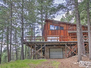 New Listing! 'The Cabin' 3BR + Loft Cloudcroft House w/WiFi w/Mountain Views, Gas Grill & 3 Fishing Ponds - Close Proximity to Hiking, Skiing, Shopping & More! - Cloudcroft vacation rentals