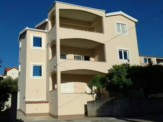 2 bedroom Apartment with A/C in Trogir - Trogir vacation rentals