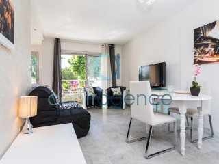 Californie - Studio - Vue Mer 4 personnes - Saint-Laurent du Var vacation rentals