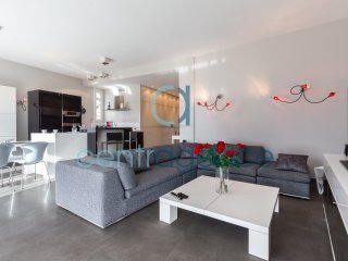 La Sarrasine - 2 chambres - Spacieux et Moderne - Cote d'Azur- French Riviera vacation rentals