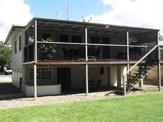Bright House in Maroochydore with Television, sleeps 7 - Maroochydore vacation rentals