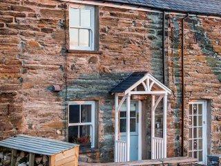 2 BRYN TIRION, romantic retreat, outstanding views, woodburning stove, in Llan Ffestiniog, Ref 12868 - Llan Ffestiniog vacation rentals