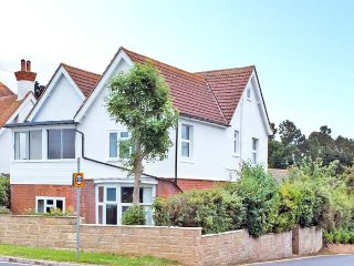 ST DAVIDS, detached, conservatory, off road parking, garden, in Yarmouth, Ref 915613 - Yarmouth vacation rentals