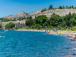 Great couples' getaway with shared pool & private patio! - Chelan vacation rentals