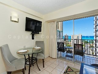 Great ocean-view one-bedroom with central AC; 5 min walk to beach, sleeps 2. - Waikiki vacation rentals