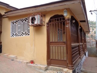 2 bedroom House with Internet Access in Freetown - Freetown vacation rentals