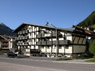 Appartamento ai piedi delle piste da sci - Pozza di Fassa vacation rentals