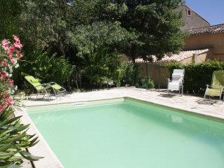 Cottage with private pool on enclosed land - Verzeille vacation rentals