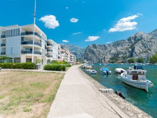 AP 6+2 in one of the most luxury building in Omis - Omis vacation rentals