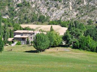 Hameau des Liesses chambres, table d'hôte, gîte CA - Noyers-sur-Jabron vacation rentals