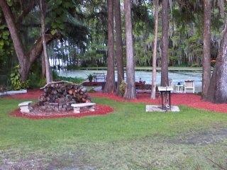 Mom's River House..quiet n peaceful, canoes, docks - Crystal River vacation rentals