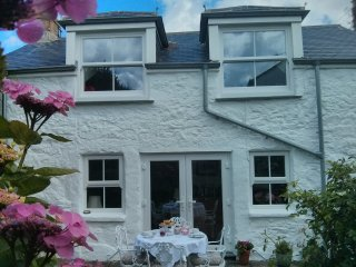 Traditional stone cottage, 5 minute walk to beach - Perranuthnoe vacation rentals