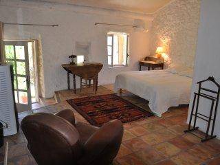 Hameau des Liesses chambre, table d'hôte, gîte LL - Noyers-sur-Jabron vacation rentals