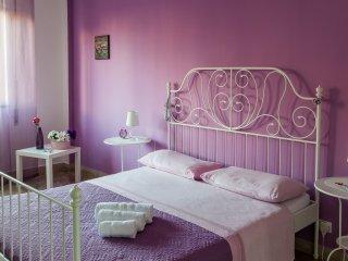 Ampia camera in centro città, con colazione e wifi - Palermo vacation rentals