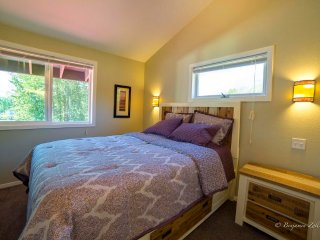 1 bedroom 3rd floor apartment in town square - Girdwood vacation rentals