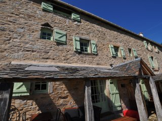 Le Sanglier - rural gite in 16th century Farmhouse - Riols vacation rentals