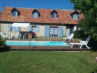Bijou - Semi detached stone cottage, ideal for couples or the lone traveller, - Montignac vacation rentals
