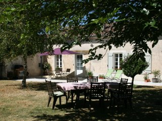 Charming Gite with hot tub near to Cognac and Golf - Cognac vacation rentals