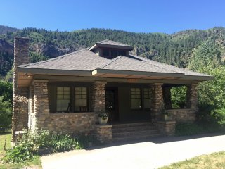 CHARMING, HISTORICAL HOME NEAR RIVER WITH GORGEOUS MOUNTAIN AND CANYON VIEWS - Glenwood Springs vacation rentals