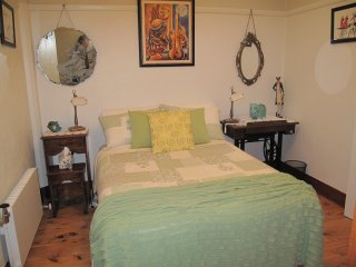 Art Deco Comfort - Cosy Budget Room - Wodonga vacation rentals
