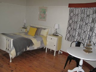 B&B Wodonga - Flamingo Room (King Bed) - Wodonga vacation rentals