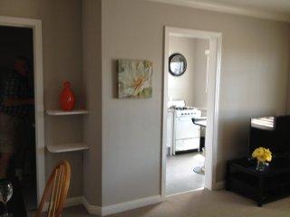 Fantastic Studio In Burlingame - Includes Everything - Burlingame vacation rentals