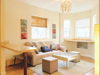 Furnished 3-Bedroom Townhouse at Holland Ave & E 211th St Bronx - South Byron vacation rentals